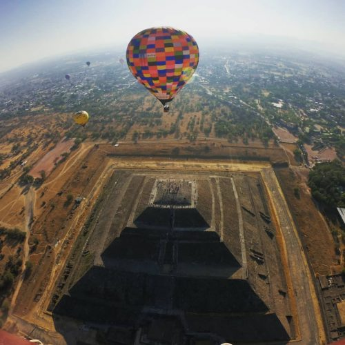 globos aerostaticos en las piramides de teotihuacan