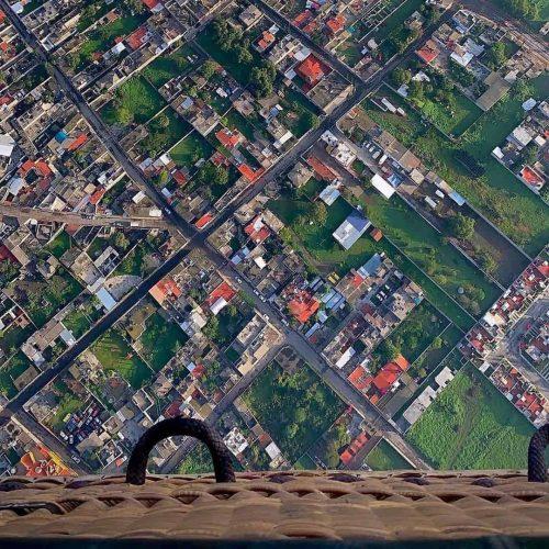 paseo en globo sobre la ciudad